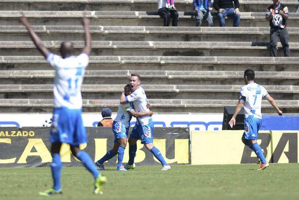 Con gol de Saúl Villalobos y autogol del 'Macue' Robles, los poblanos se...