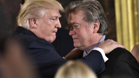 Trump y Bannon en enero de 2016, cuando el entonces estratega jefe era e...