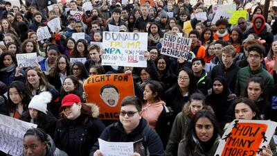 Estudiantes participan en una marcha en apoyo a las protestas nacionales...
