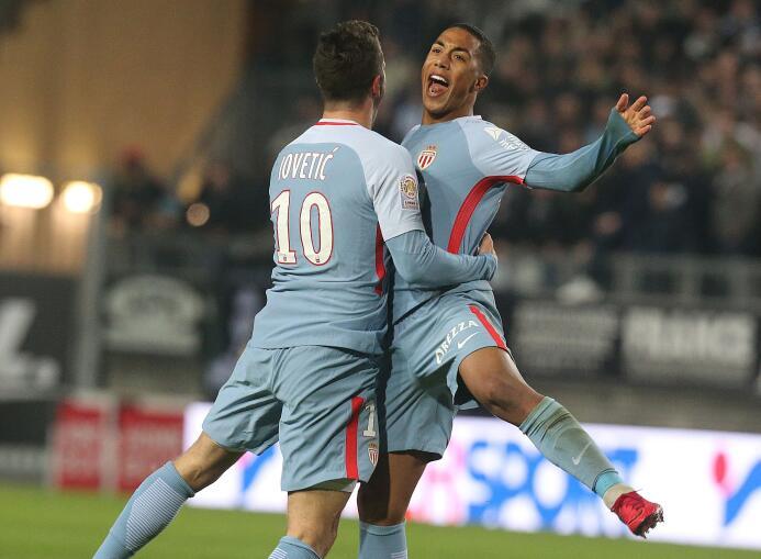 En el regreso de Falcao, Mónaco igualó con el Amiens y cedió más terreno...
