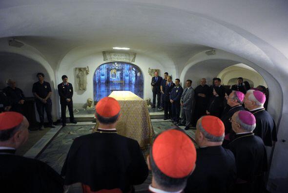 Todos los obispos presentes mostraron su fe y respeto por los restos del...