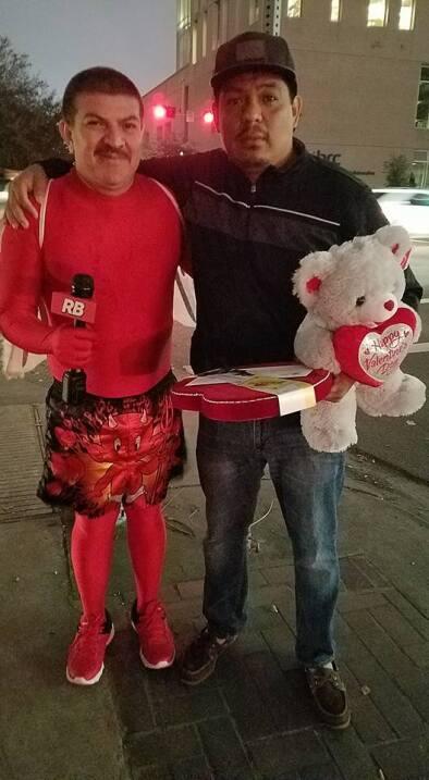 El Turky celebra el amor con radioescuchas en Houston  16708248_10155117...