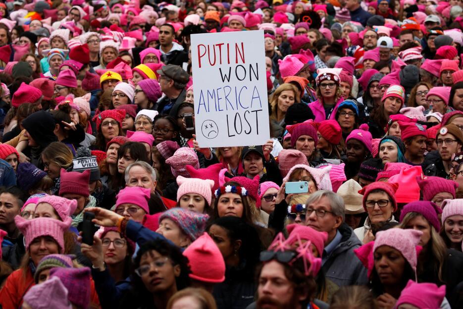 La gente se reúne para criticar las decisiones de Trump y Putin