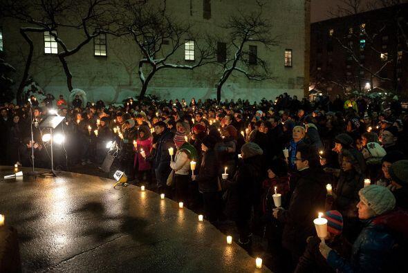 A las 7:45 de la noche las grandes carteleras iluminadas cedieron su lug...