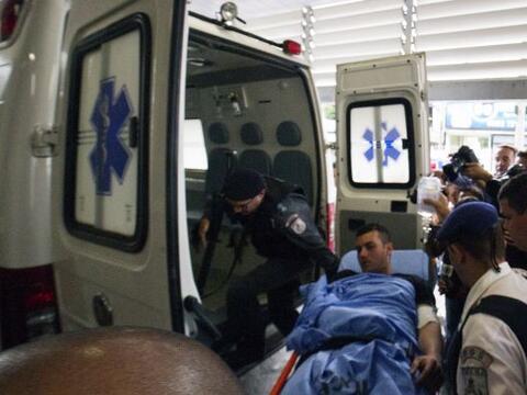 Un agente resultó herido y un civil murió al resistirse a...