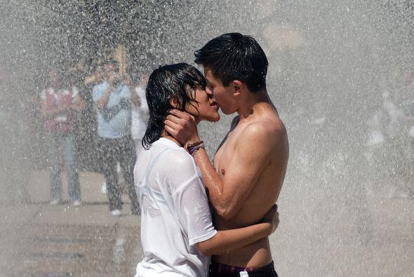 En Guanajuato estaba adelante el proyecto de no besarse en la vía públic...