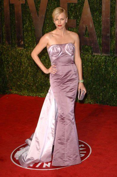 En 2010, Charlize Theron optó por usar este diseño del afamado Christian...