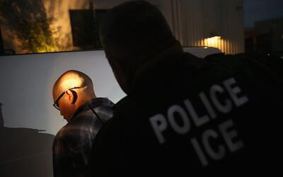 Imagen de archivo de un arresto de ICE. En el operativo que concluy&oacu...