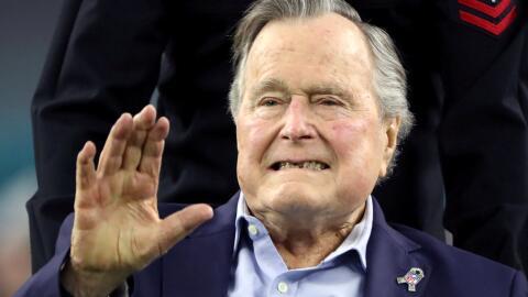 El expresidente, George H.W. Bush, fue internado en cuidados intensivos...