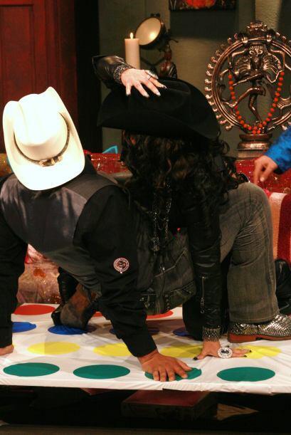 Diana Reyes casi pierde el sombrero.