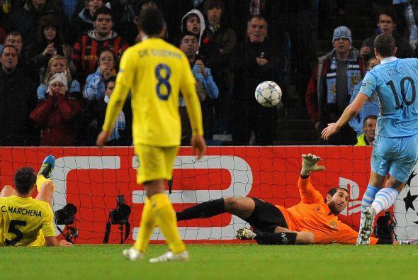 Manchester City buscaba el gol y lo consiguió en una jugada confusa. Car...