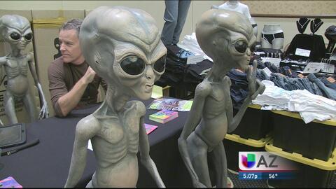 Cientos de personas visitan la edición 25 de la convención OVNI