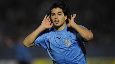 Uruguayos creen que la sanción contra Luis Suárez es desmedida