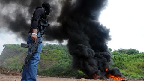 Policía de Honduras quema una narco avioneta en el Departamento d...
