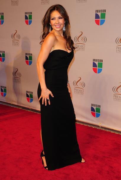 Thalía espectacular y clásica.
