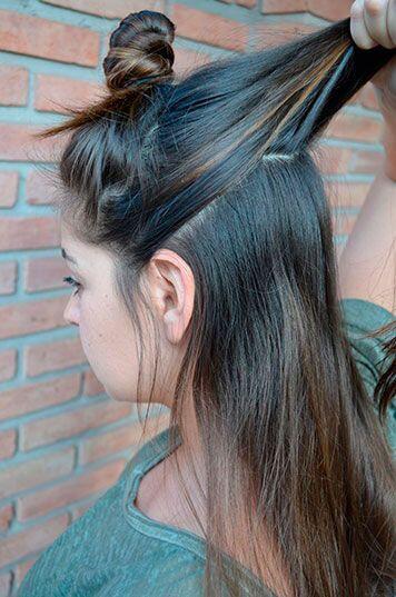 Un buen batido. Luce un peinado al más puro estilo de los años 60, batié...