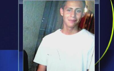 Familia del joven que murió tras recibir un disparo de un oficial que in...
