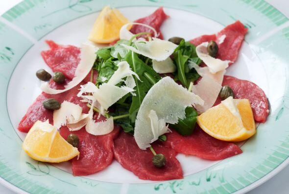 Prepara una cena donde no pueden faltar las alcaparras y el cilantro, el...