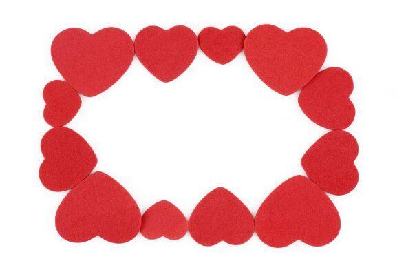 Marco de foto de corazones. Para crearlo, usa corazones de papel espuma...