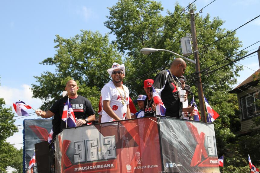 Celebra La X en el Desfile Dominicano en NJ IMG_1920.JPG