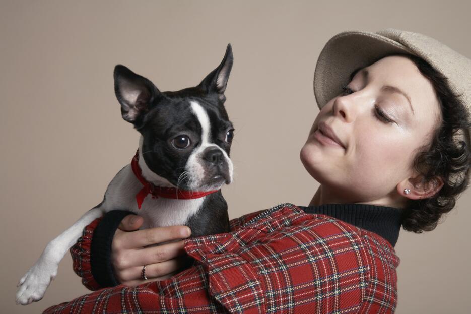 La actividad física, incluida una caminata con el perro, ayuda a fortale...