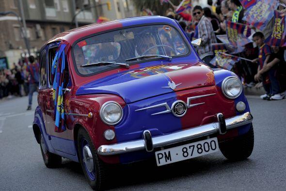 Un carro apareció pintado con los colores del equipo culé.