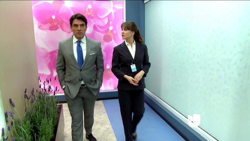 ¡Julia y Arturo se pusieron muy románticos! D9F2C3CEBA144033ABA5CA110DCC...
