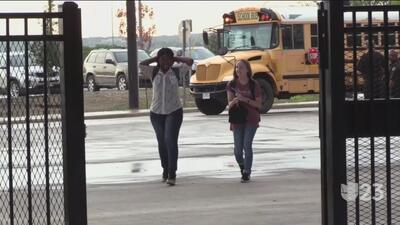 Plantel escolar de Fort Worth festeja el primer día de clases