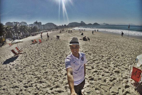 Apoyando a la selección de Estados Unidos desde la bella playa Copacabana.
