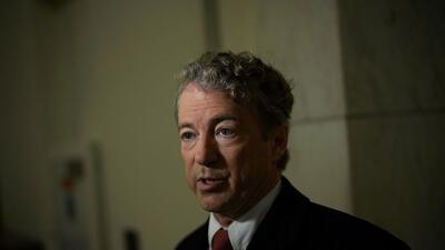 El senador Rand Paul ofrece una entrevista en las afueras de su oficina...