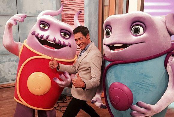 '#Buenosdias #felizdiadelafelicidad  #DreamWorksHome Captain Smek & Oh',...