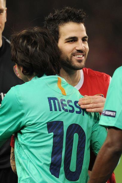 Otros protagonistas que se saludaron fueron Lionel Messi y Cesc Fábregas.