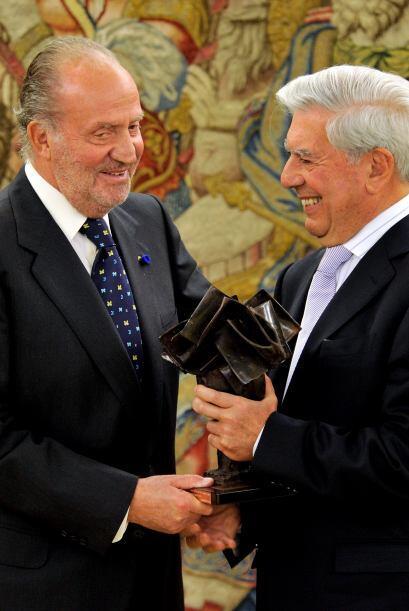 Con su obra traducida a 30 idiomas, Vargas Llosa ha sido galardonado con...