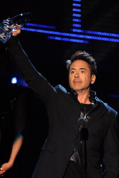 Ellos le entregaron su premio a Robert Downey Jr., quien volvió a ganar...