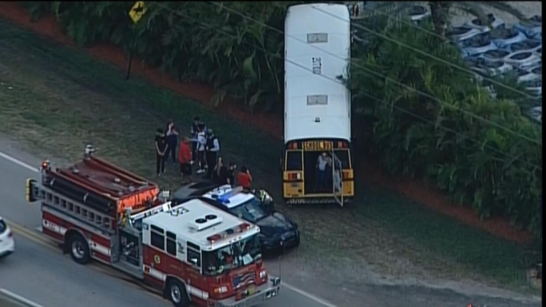 Accidente con bus escolar deja varios heridos