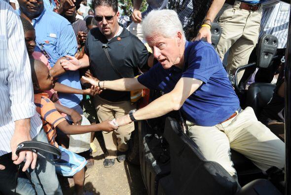 Alrededor del 30 por ciento de los $10,000 millones prometidos a Haití p...