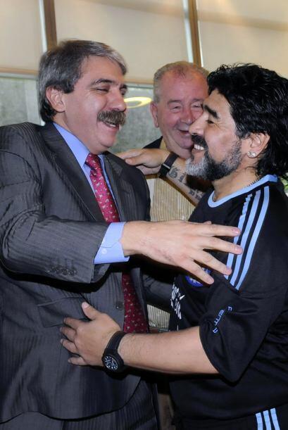 Otros tiempos. Saludando al secretario de la presidencia argentina, Aníb...