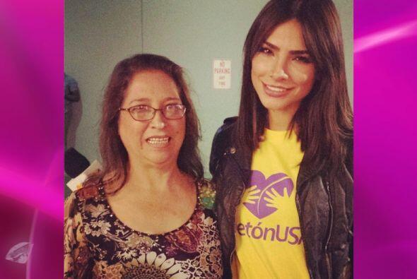 Alejandra platicó con las familias y se mostró muy conmovida.