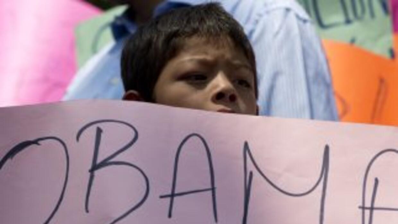 Miles de chicos que han sido separados de sus padres confían en que sus...