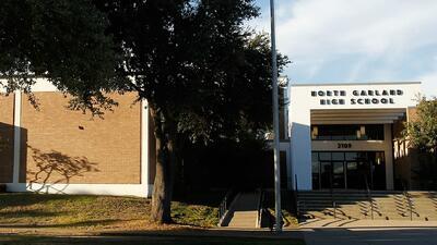 Revisarán con detectores de metales a estudiantes de escuelas en Plano