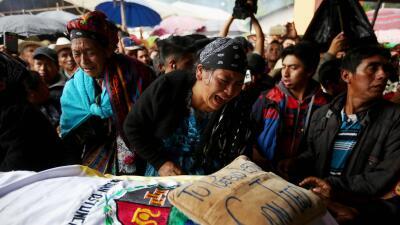 Dolor bajo la lluvia: el entierro de la joven guatemalteca muerta por un disparo de la Patrulla Fronteriza