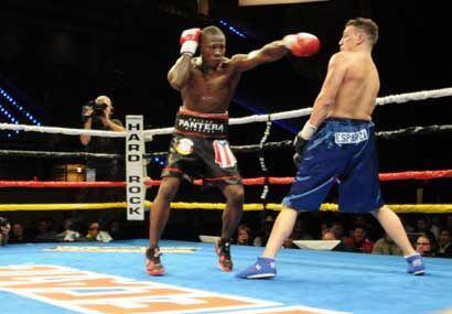 Edison Miranda lució en buenas condiciones y fue el dominador de la pelea.