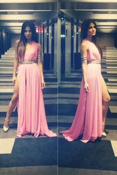 Alejandra acudió con un increíble vestido rosado a la gala de la revista...
