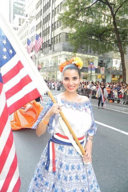 Familias hispanas desfilan por la 5ta Avenida abd1aecee74649289e3afadaff...