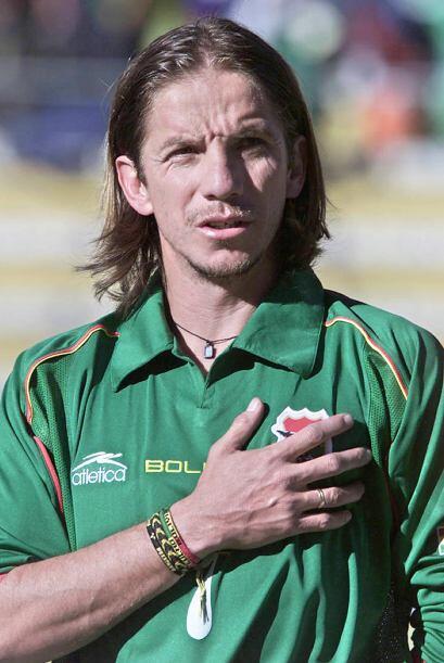 En Bolivia, a los 41 años el veterano volante Luis Héctor...