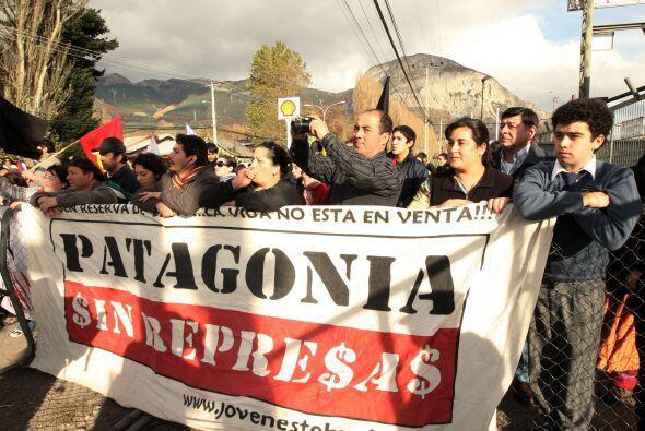 Los chilenos salieron a la calle para manifestar su repudio contra la ap...
