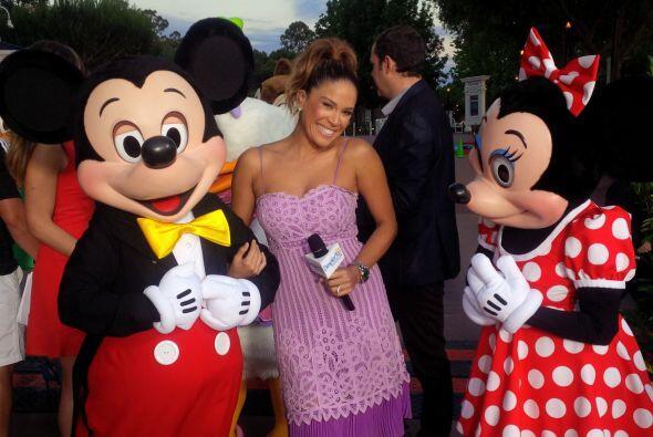 Mickey y Minnie dándole la bienvenida a nuestra Karla.