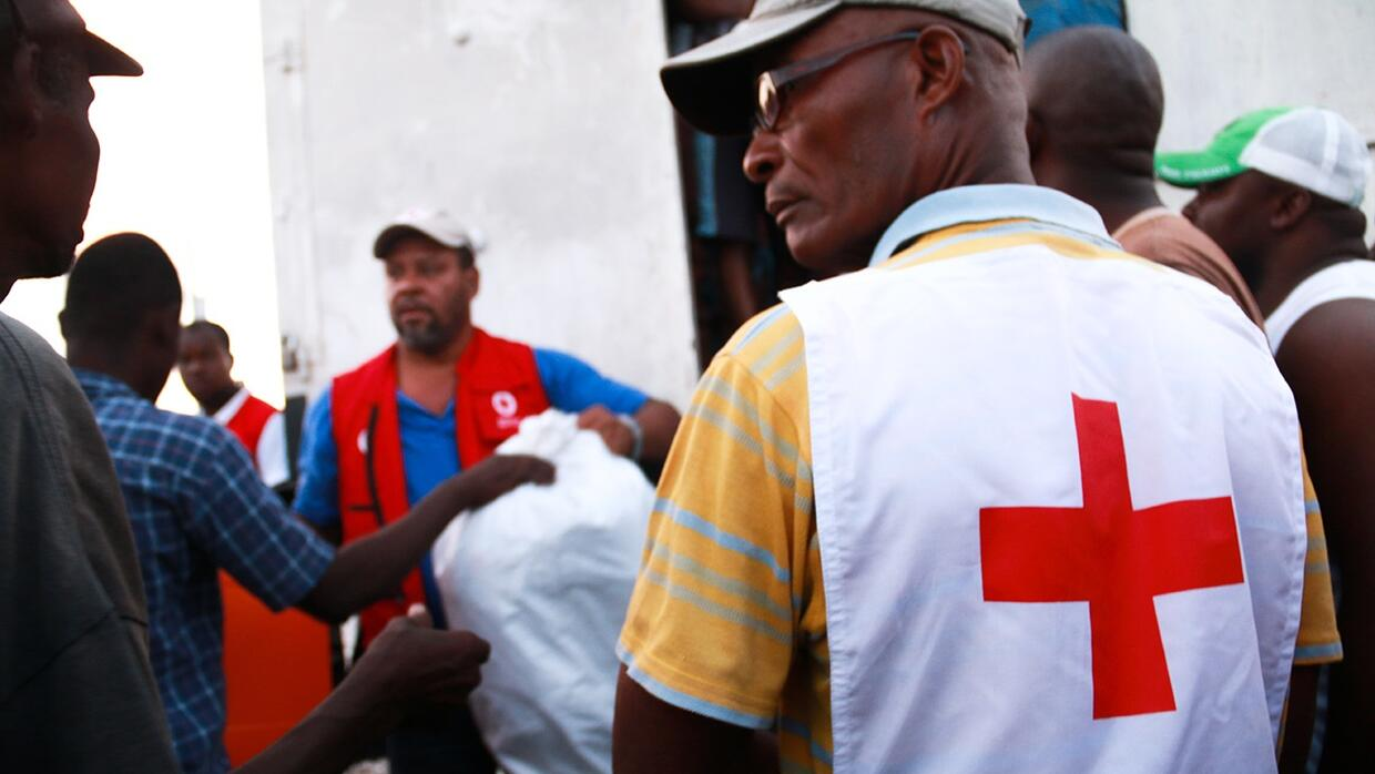 Distribution in Les Cayes, Haiti, Oct 12