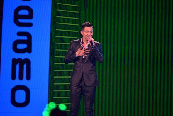 El artista más nominado, Luis Coronel, llegó al escenario para cantar 'C...