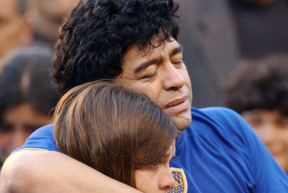 Para 1992 un juez dictaminó que Maradona era padre de un niño producto d...